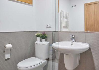 detalles baño compartido pension en o pedrouzo
